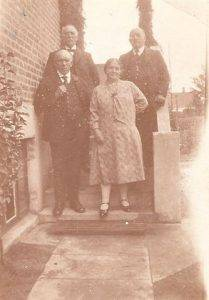 19300730 Christian, Laura, Niels Christian og Lindhardt